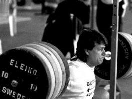 squat không được qua mũi chân đúng hay sai ?