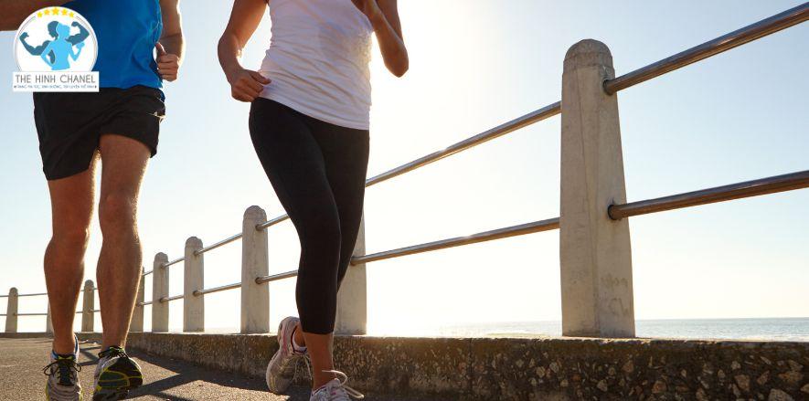 Nguyên nhân tại sao chạy bộ lại bị ngứa ? Thể Hình Chanel sẽ giải đáp và hưỡng dẫn bạn cách khắc phụ tình trạng này khi chạy bộ, đi bộ....