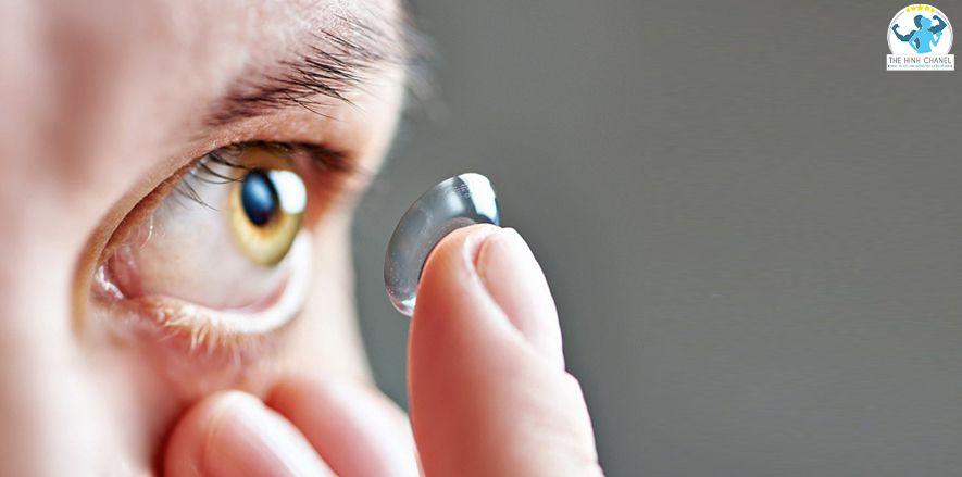 Đeo lens với những người lần đầu sử dung quả thực là không hề dễ dàng. Bài Viết này Thể Hình Chanel sẽ chỉ cho bạn Mẹo cách đeo Lens nhanh, đơn giản không bị...